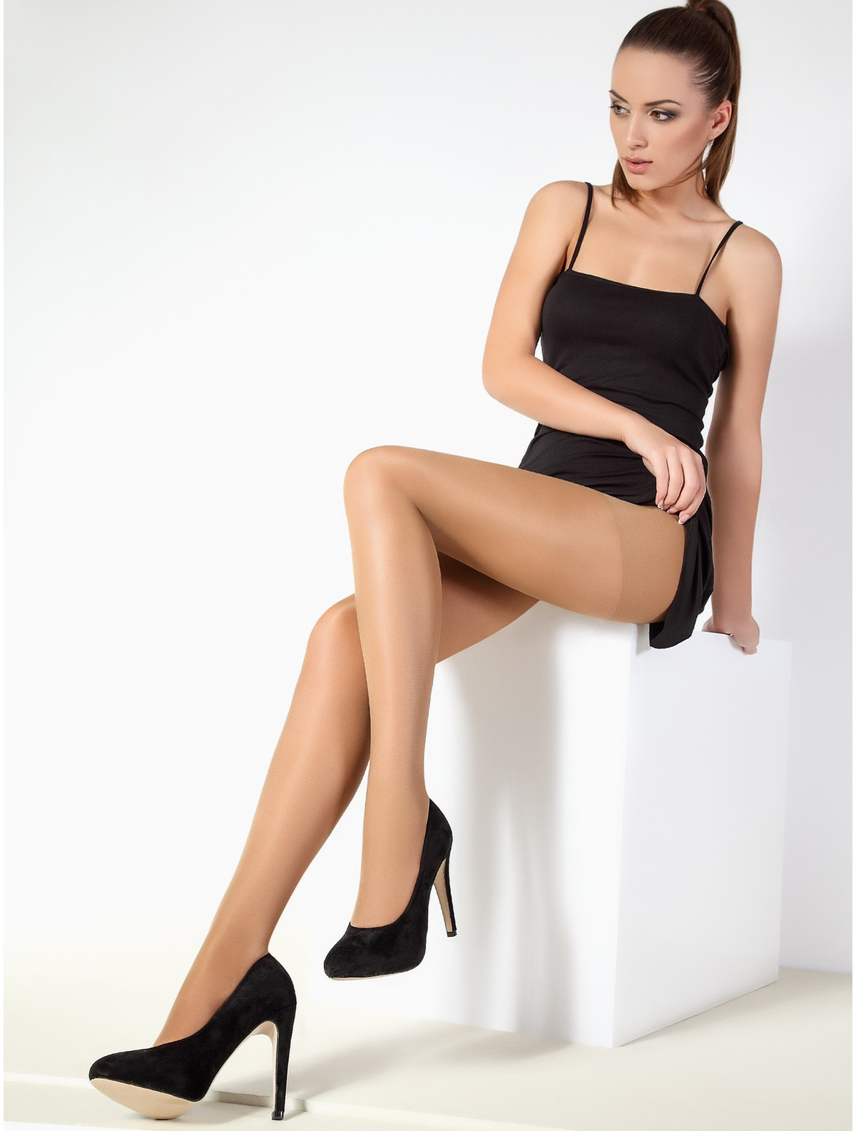Order now online! Your favourite tights, socks, nylon stockings and stay-ups from HOSIERIA's great variety of goods.